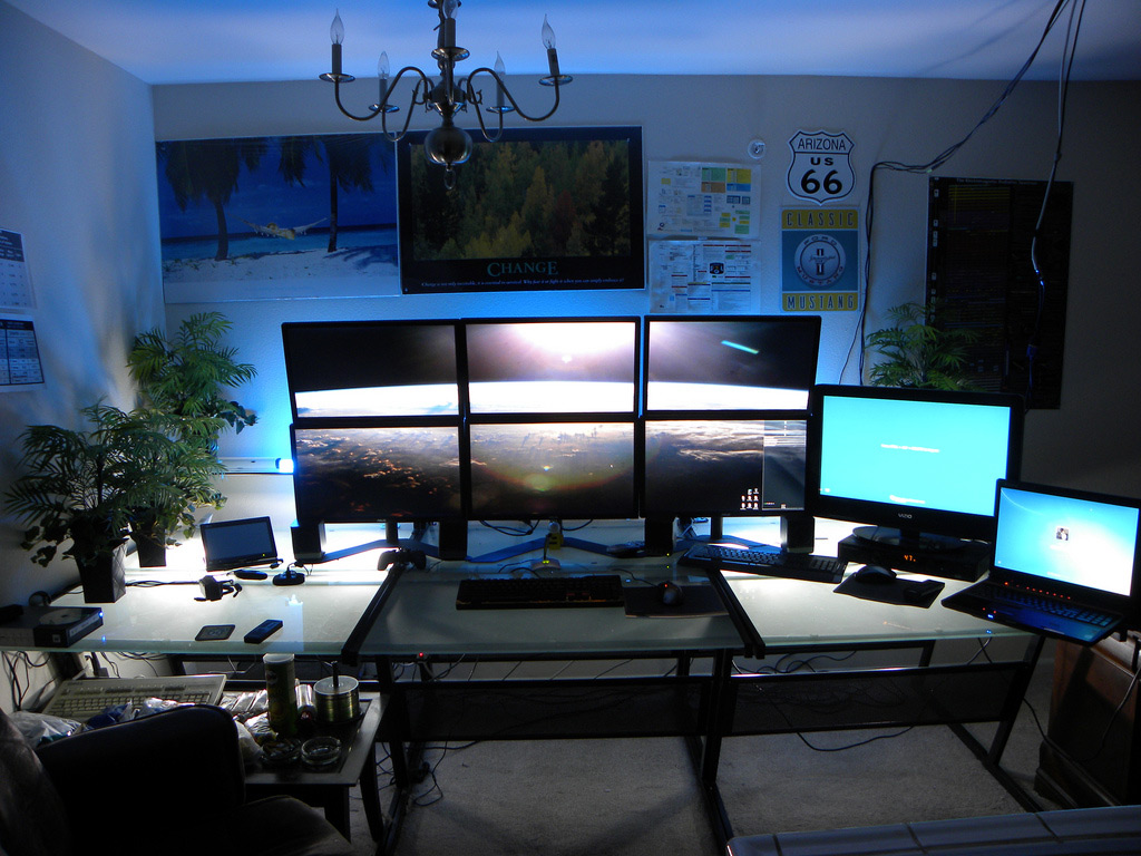 15 envious home computer setups inspirationfeed for Best home office desktop computers