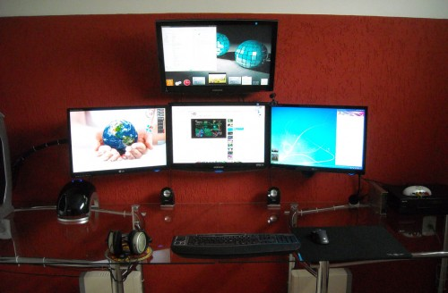 red four monitor 11 500x328 15 Envious Home Computer Setups
