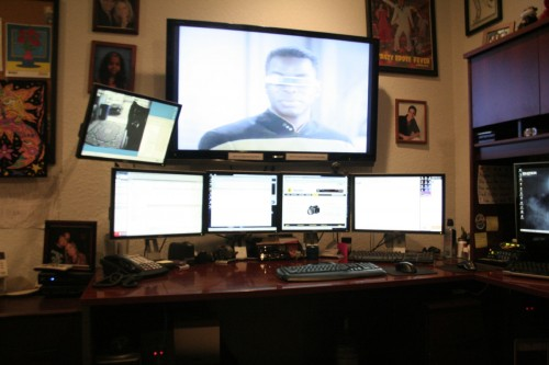 screen space 21 500x333 15 Envious Home Computer Setups