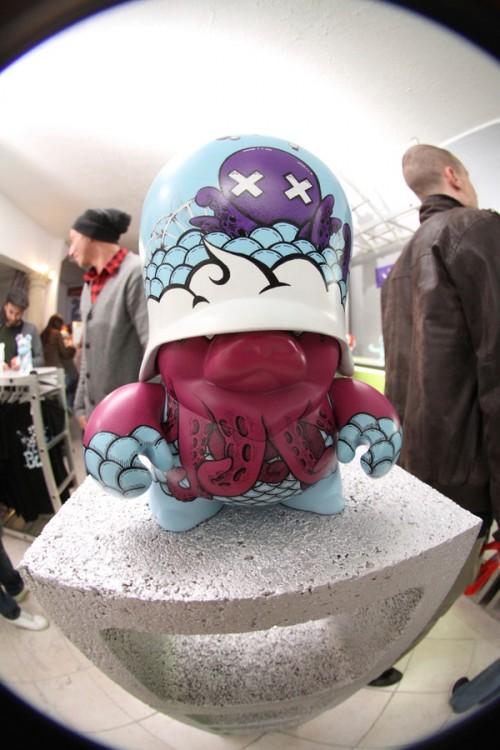 b6e59454840894e3361fe294a262b4a31 500x750 50 Awesome Examples of Urban & Designer Toys
