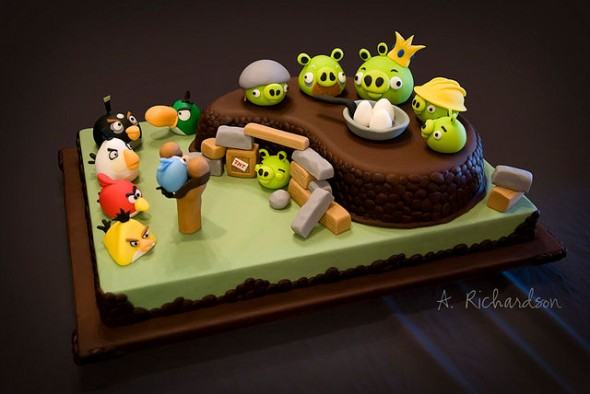angry birds game collection cake design 11 30 Amazing Fan Inspired Angry Bird Artworks