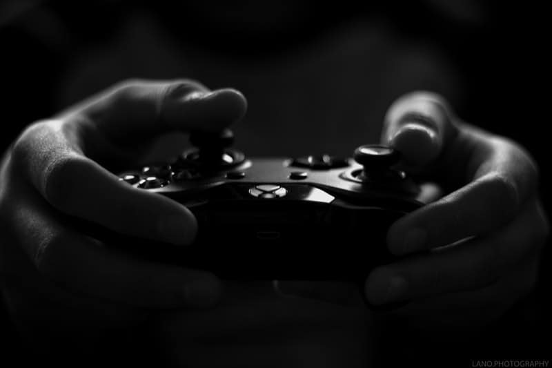 gray-scale-image-of-xbox-game-controller