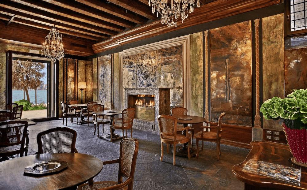 furniture in vanice