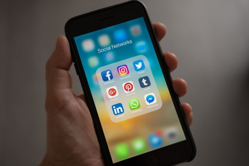 apple-cell-phone-cellphone.jpg