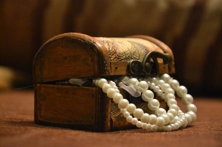 3 Ways to Reinvent Antiquated Jewelry and Make It Your Own