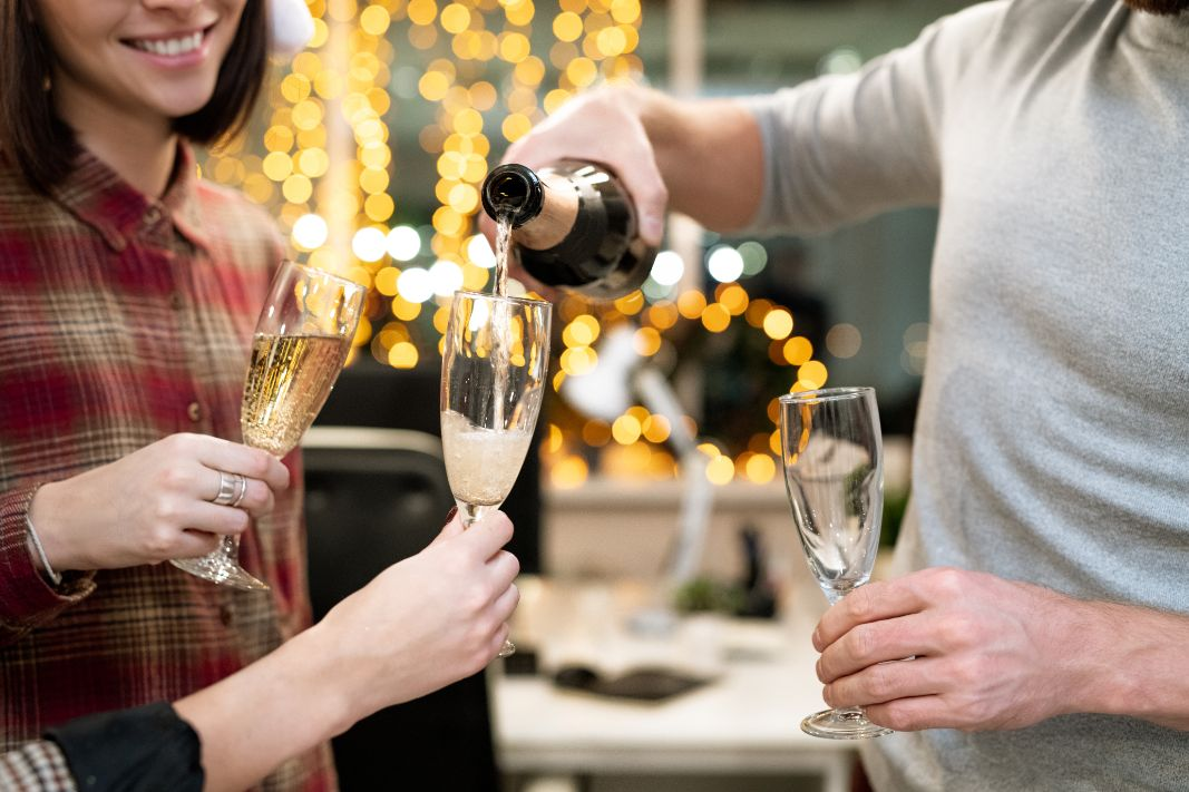 7 Creative Themes for Office Christmas Party Celebration!