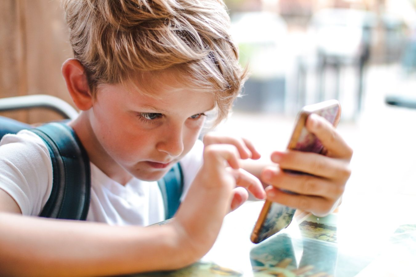 6 Ways to Tell if Your Children are Ready for Cell Phones