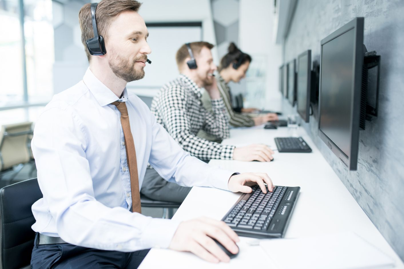 7 key customer service skills (and how to develop them)