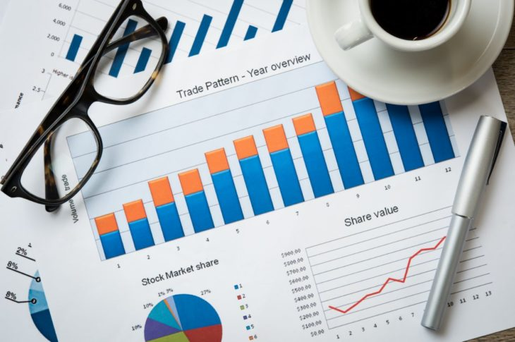 What is the difference between mutual funds and index funds?