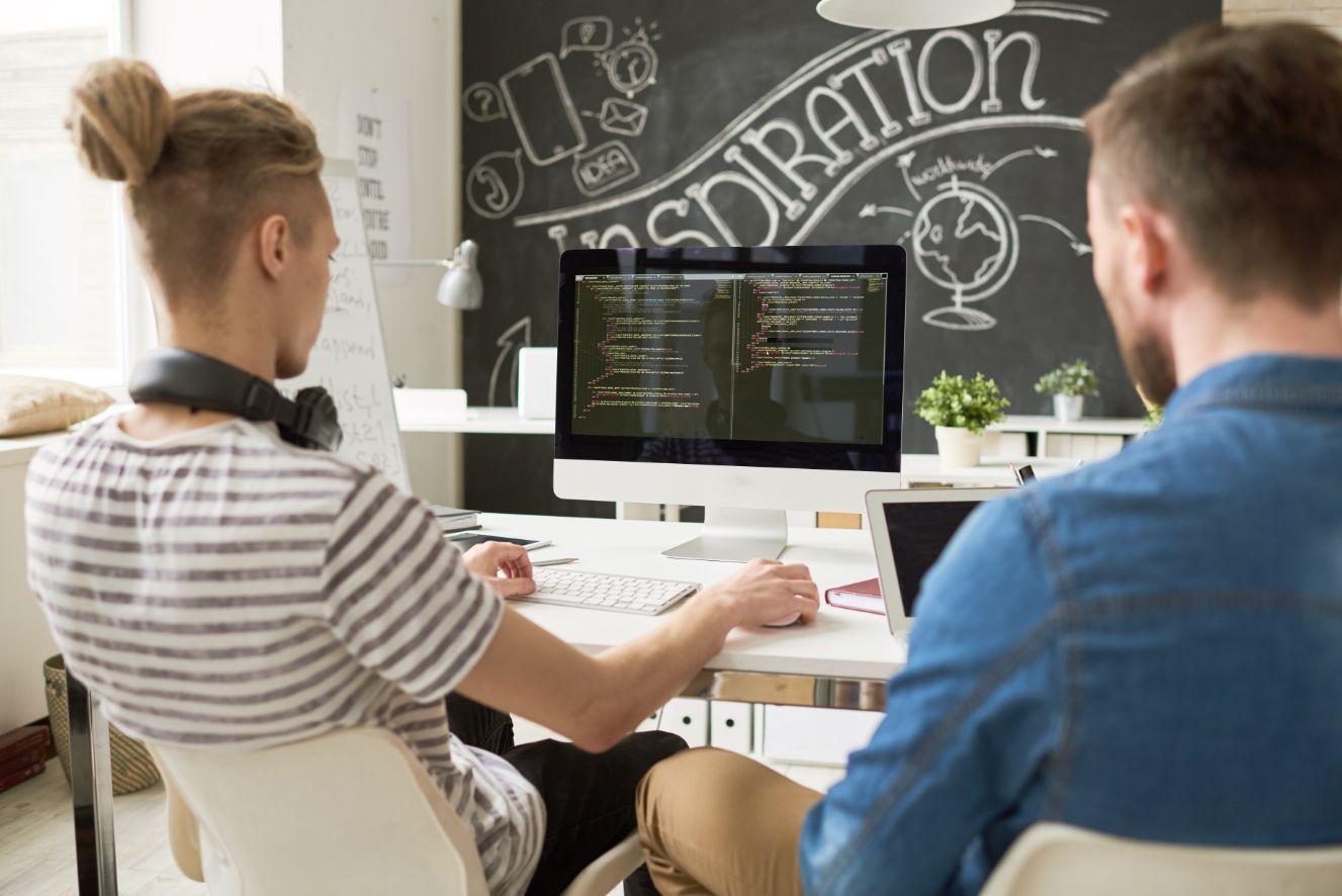 startup-software-development-team-in-office-HDL9AEV