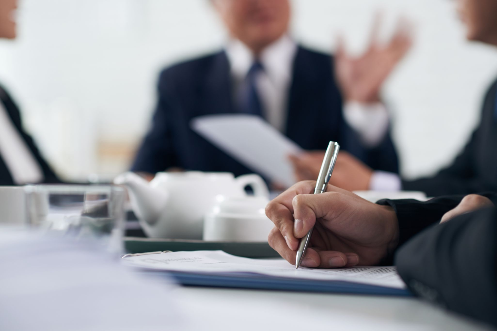 5 Reasons Why You Need A Contract Lawyer