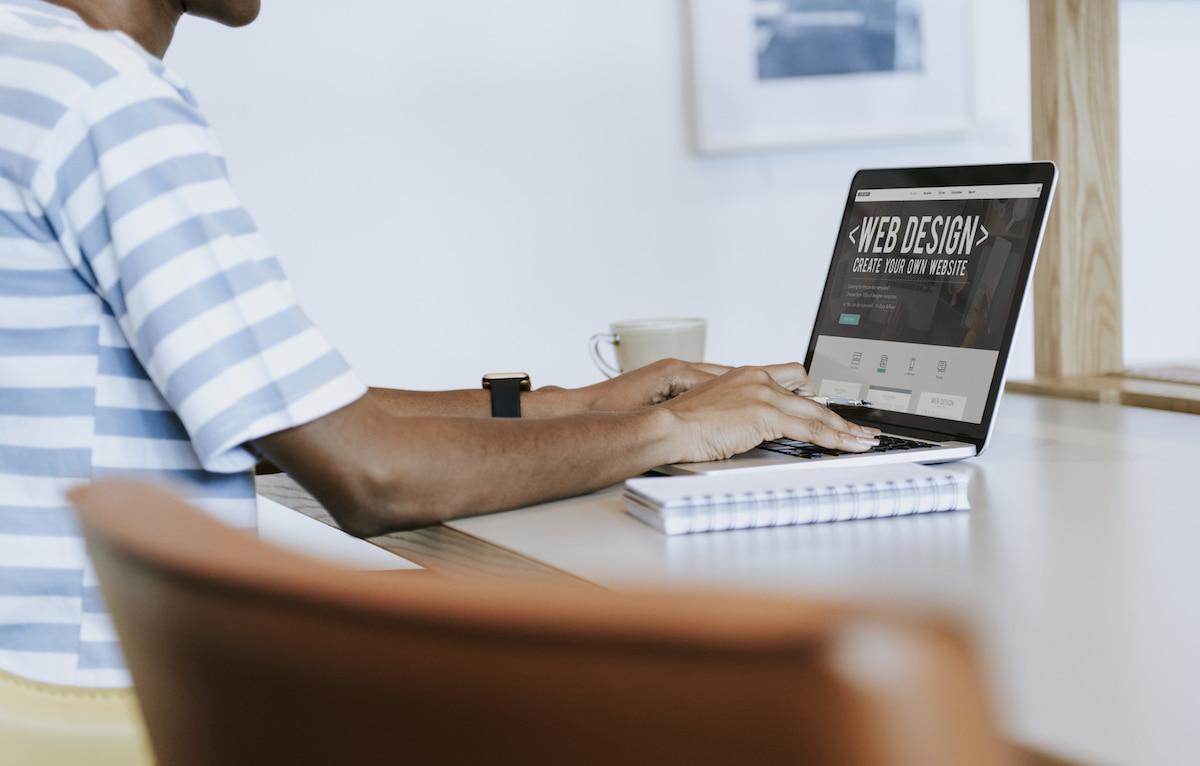 Should You Choose a Dark or Light Background for a Website