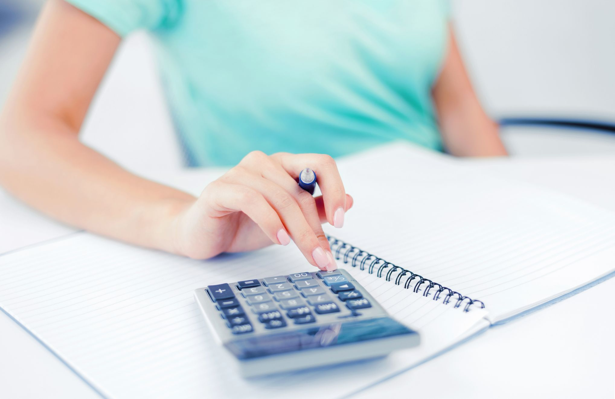 businesswoman-working-with-calculator-in-office-PK5RG5V