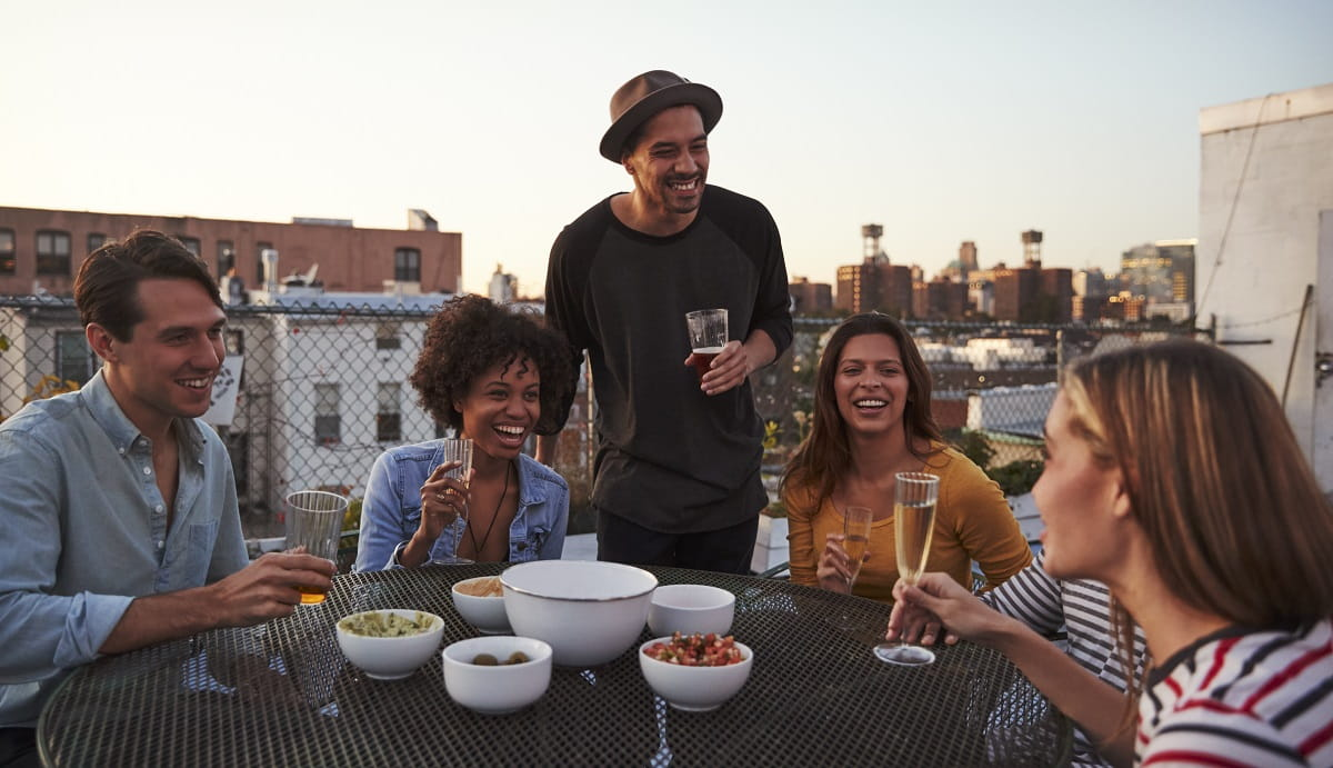 Lifebeam Shares 5 Lifehacks For Making New Friends with Ease